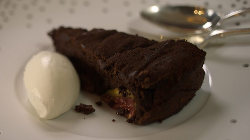 Chocolate and fig mousse cake