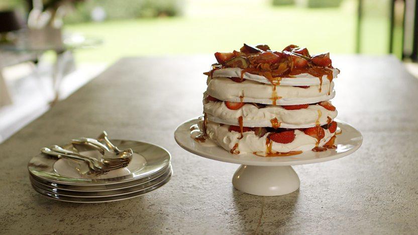 Fruit meringue gâteau