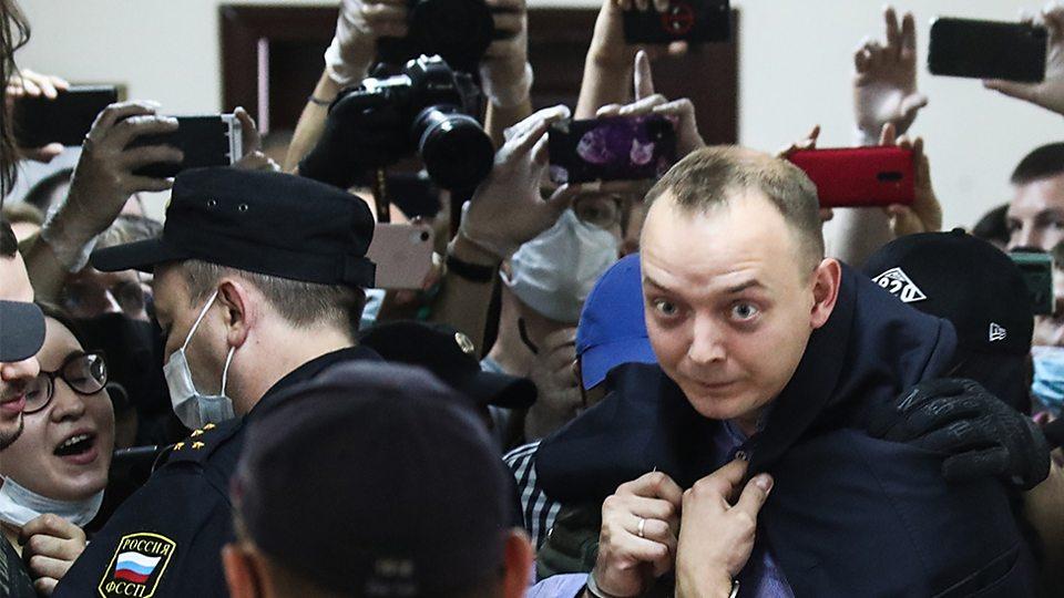 Журналиста Ивана Сафронова обвиняют в госизмене. Как работает эта статья?