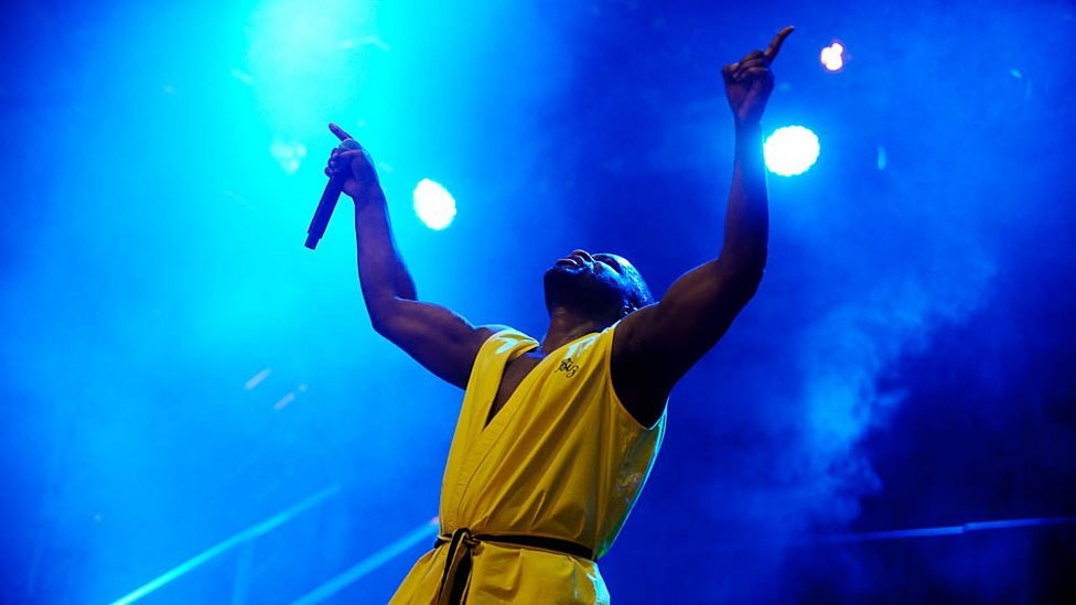 [WATCH] Lethal Bizzle plays I Win with Skepta at Reading 2017