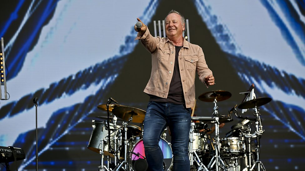 [WATCH] Simple Minds perform Don't You Forget About Me