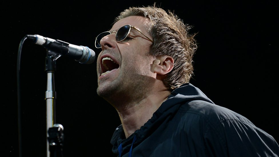 [WATCH] Liam Gallagher performing Oasis's Cigarettes & Alcohol.