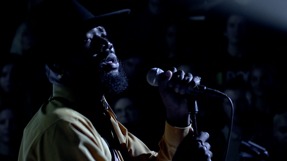 [WATCH] Young Fathers - Toy