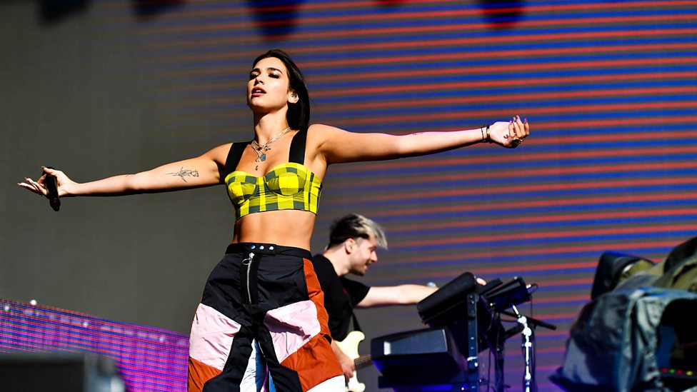[WATCH] Dua Lipa - Hotter Than Hell (Reading + Leeds 2018)
