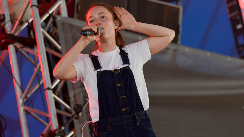 [WATCH] Sigrid - Strangers (Reading + Leeds 2018)