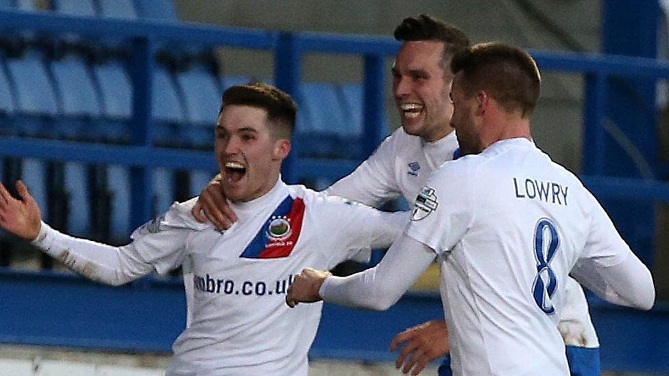 Irish Premiership Highlights: Glenavon 2-2 Linfield - BBC Sport