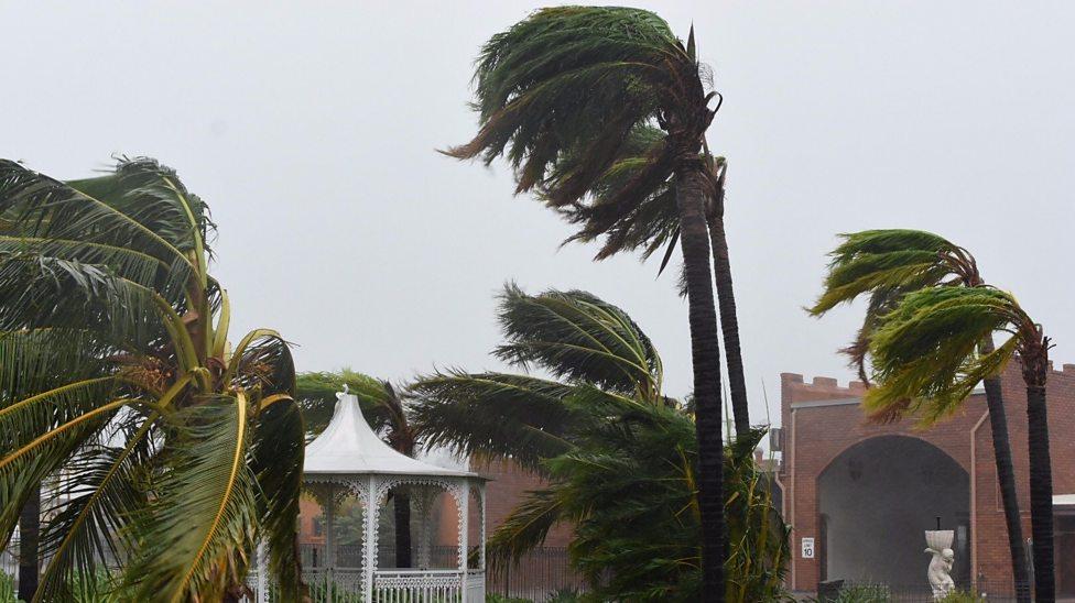 'Monster' cyclone hits Australia