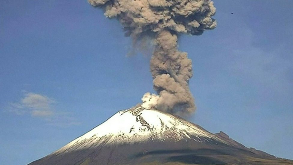 Watch as this Mexican volcano erupts!