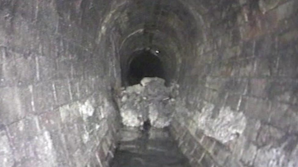 'Monster' fatberg found in London sewer
