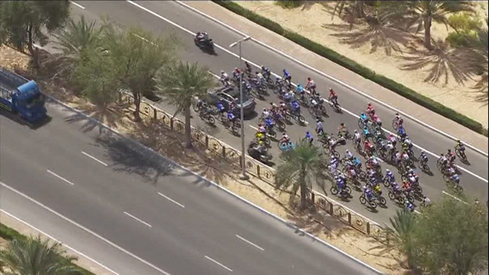 Cavendish crashes in Abu Dhabi before race even starts - BBC Sport