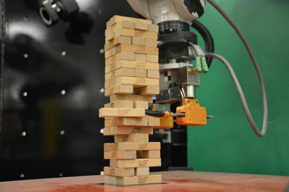 Could you beat this robot at Jenga?