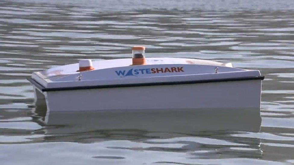 The robot cleaning up ocean plastic