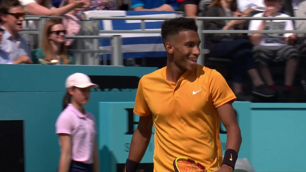 Queen S Best Shot Of The Match Auger Aliassime Beats Tsitsipas In Style Bbc Sport