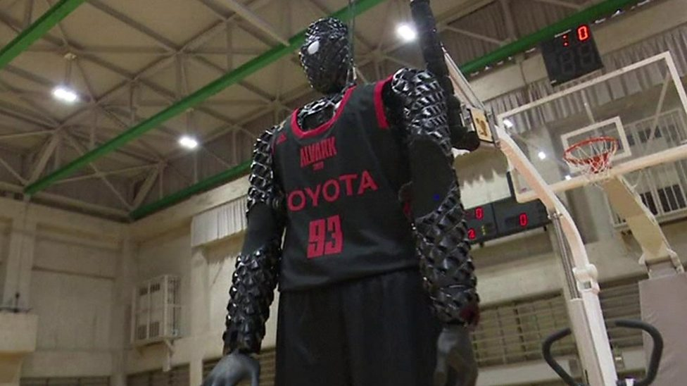 Robot basketball player crushes competition