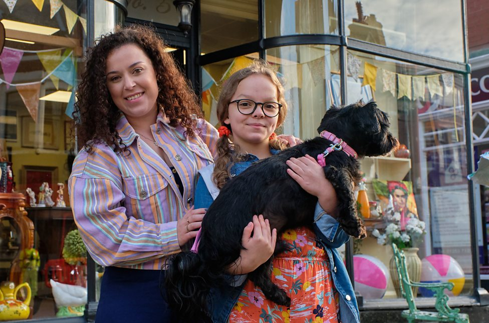 My Mum Tracy Beaker: Meet Tracy and Jess