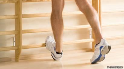 Calambre muscular en la pantorrilla mientras corre