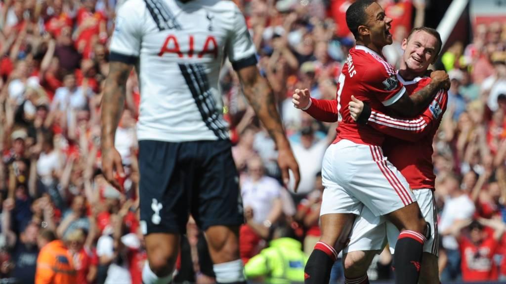 Memphis Depay and Wayne Rooney celebrate
