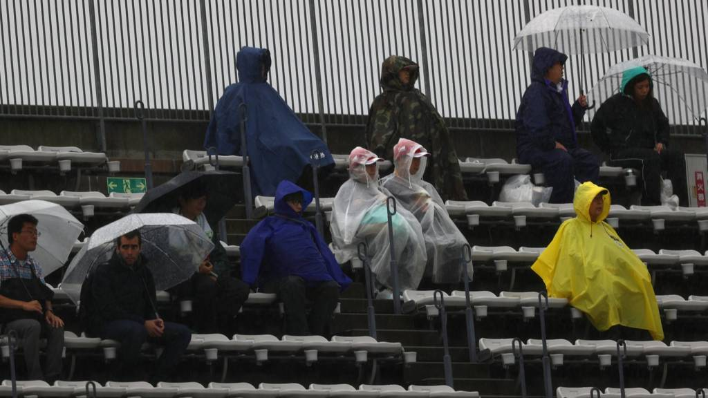 Japanese grand prix fans in the rain