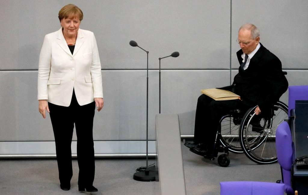 المستشارة الألمانية تؤدي اليمين الدستورية أمام رئيس البرلمان