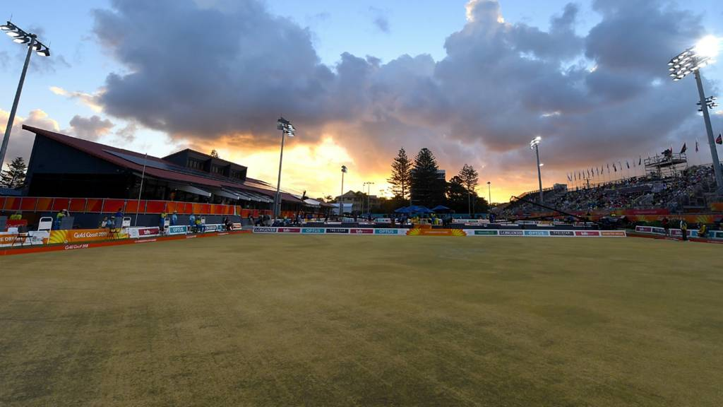 Laura Daniels goes for lawn bowls gold