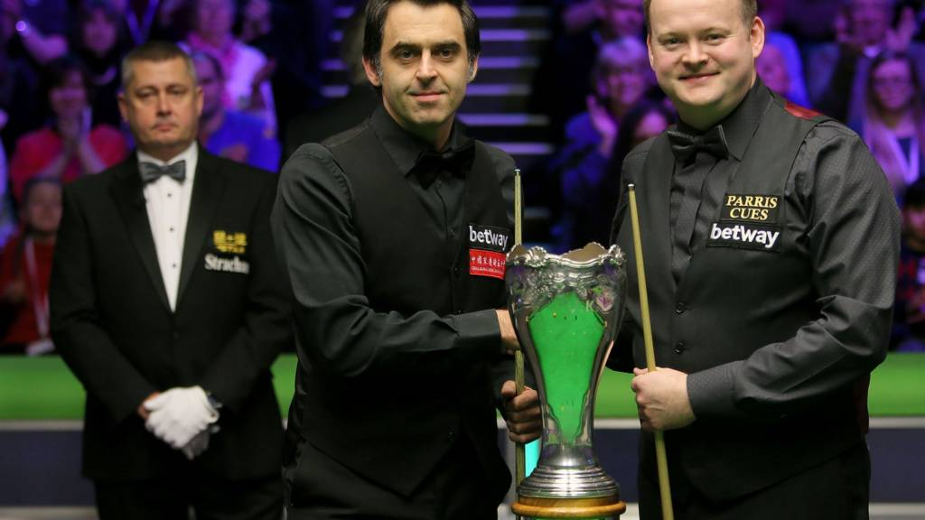 Ronnie O'Sullivan and Shaun Murphy pose with the UK Snooker Championship trophy