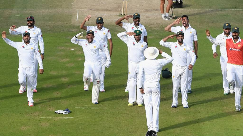 Pkistan players salute
