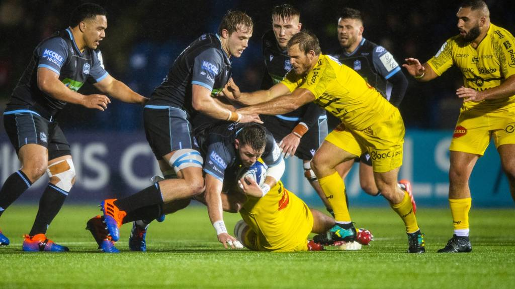 Glasgow's Ryan Wilson and Mathieu Tanguy against La Rochelle