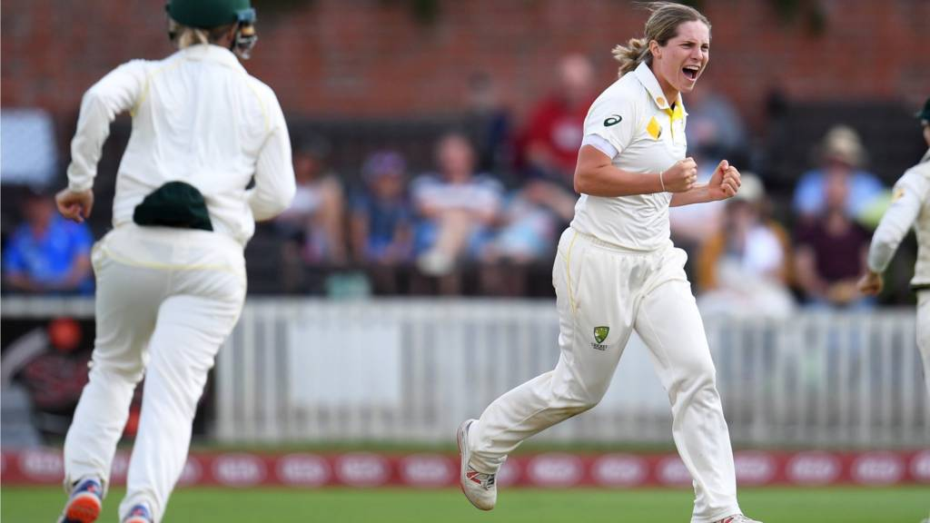 Sophie Molineux in action for Australia