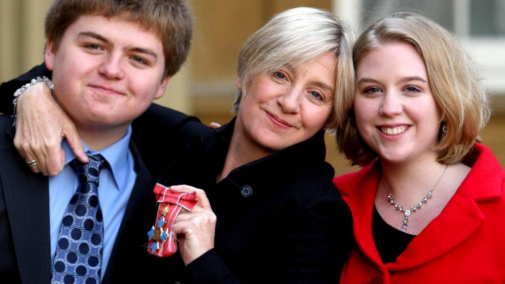 Victoria Wood with her children in 2008