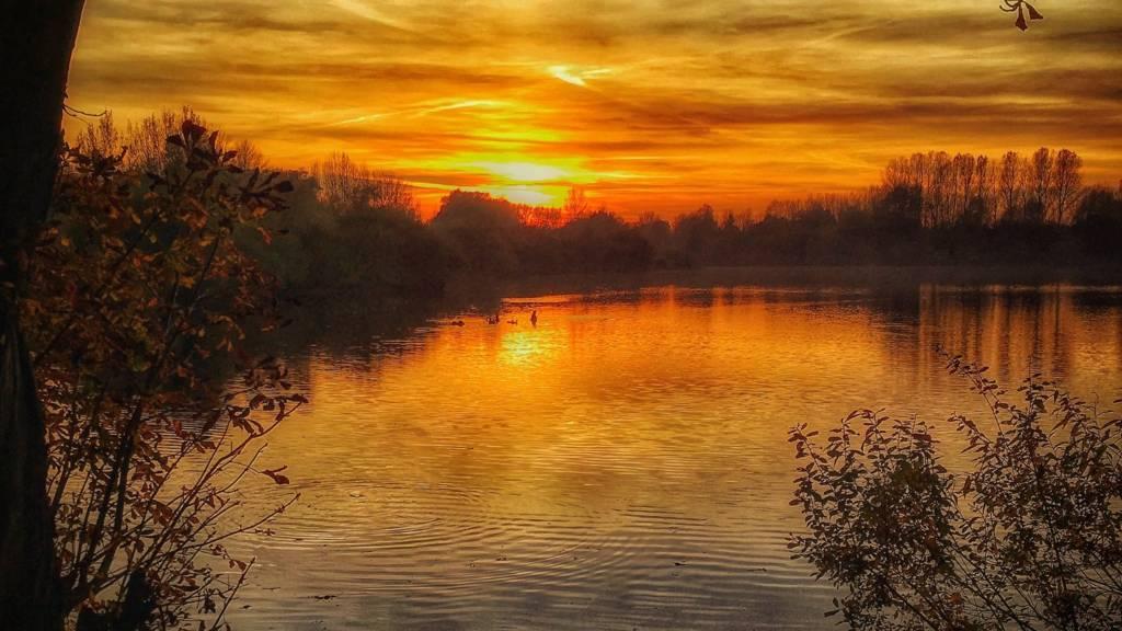Sunset at Thrupp Lake near Abingdon