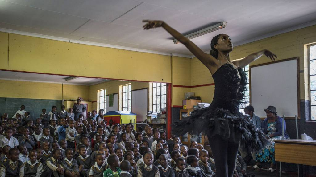 Senior soloist of the Joburg Ballet Kitty Phetla performs in a classroom at the Shalomanne Primary School in Soweto on 16 October 2014