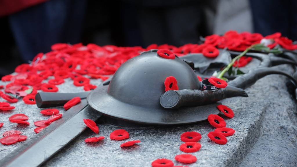 Remembrance Day in Canada - BBC News