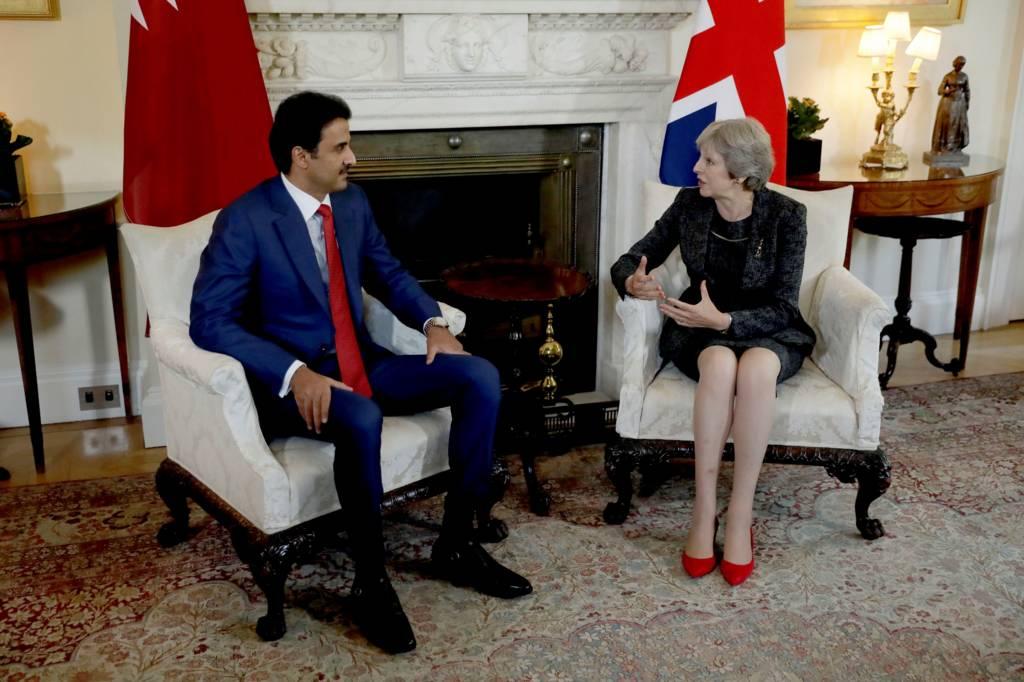 أمير قطر يلتقي رئيسة وزراء بريطانيا في لندن