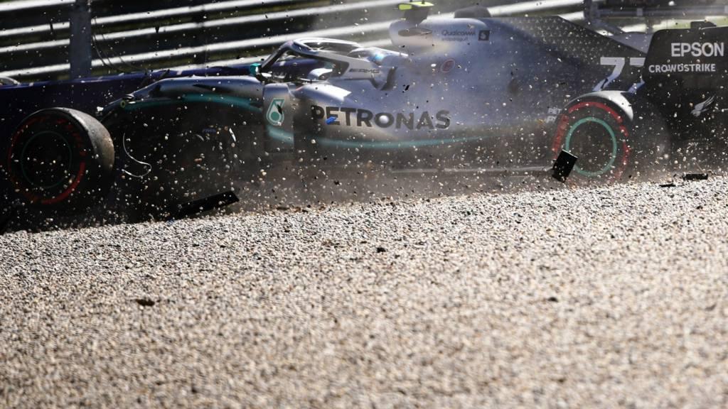 Valtteri Bottas crashes