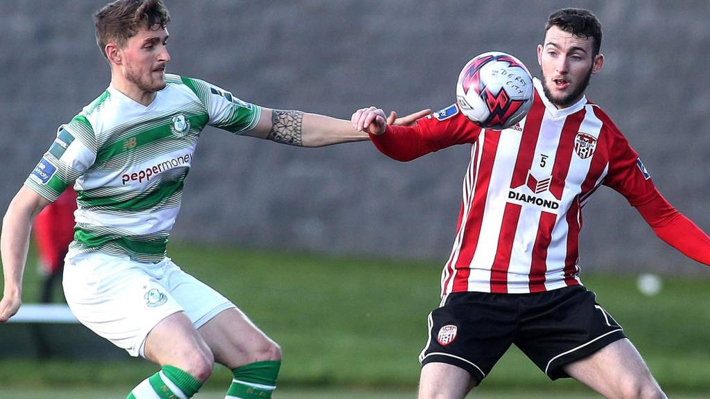 Action from Shamrock Rovers against Derry City