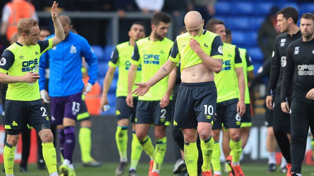 Huddersfield players looking dejected