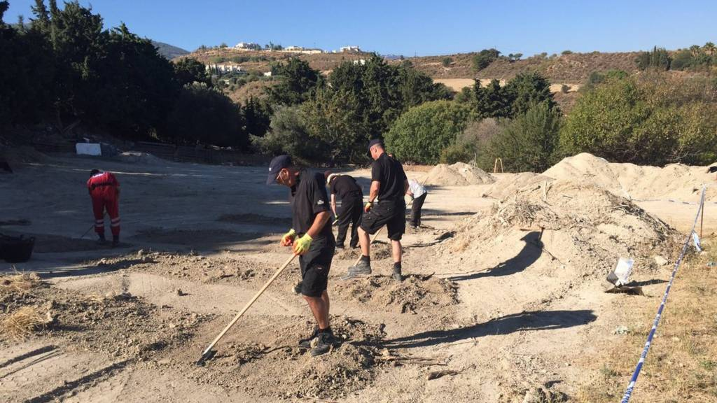 Police search site in Kos