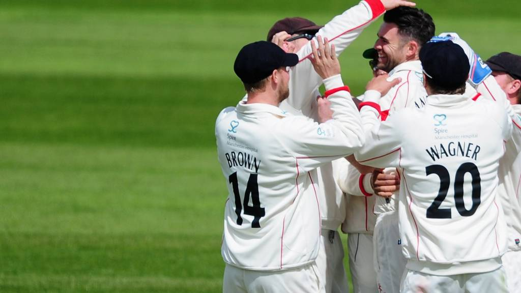 Jimmy Anderson celebrates wicket