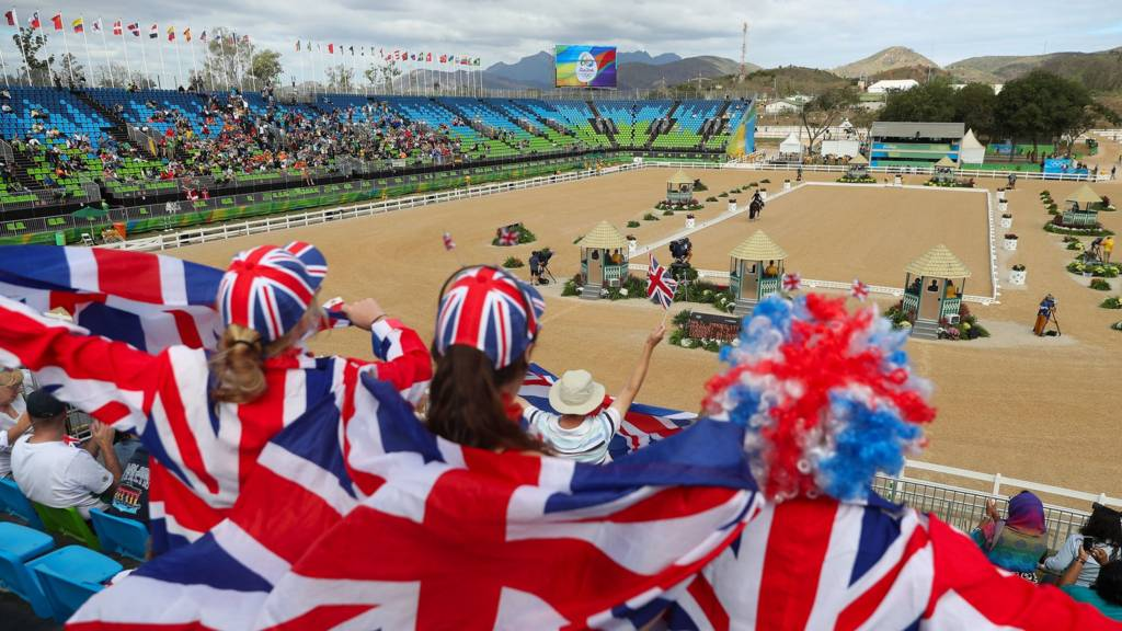 Fans cheer as Charlotte Dujardin riding Valegro competes