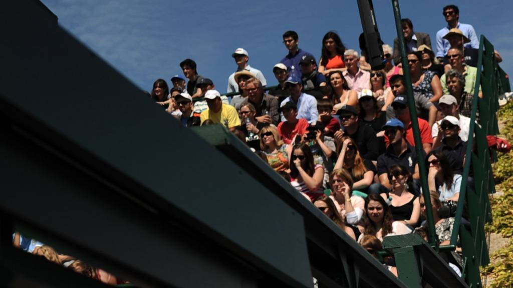 A crowd watches on at Wimbledon