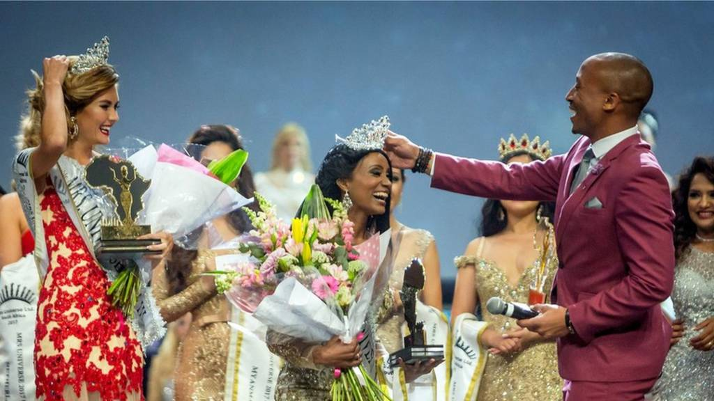 Mrs. Gabon Gwen Madiba reacts after her crown fell on the floor and is re- placed by television host and personality Arthur Evans (R) during the Mrs. Universe beauty pageant on September 02, 2017, at the International Convention Centre in Durban. Mrs. Universe must age 25 to 45, have a family, her own career, and be involved with a significant cause in favour of other people.