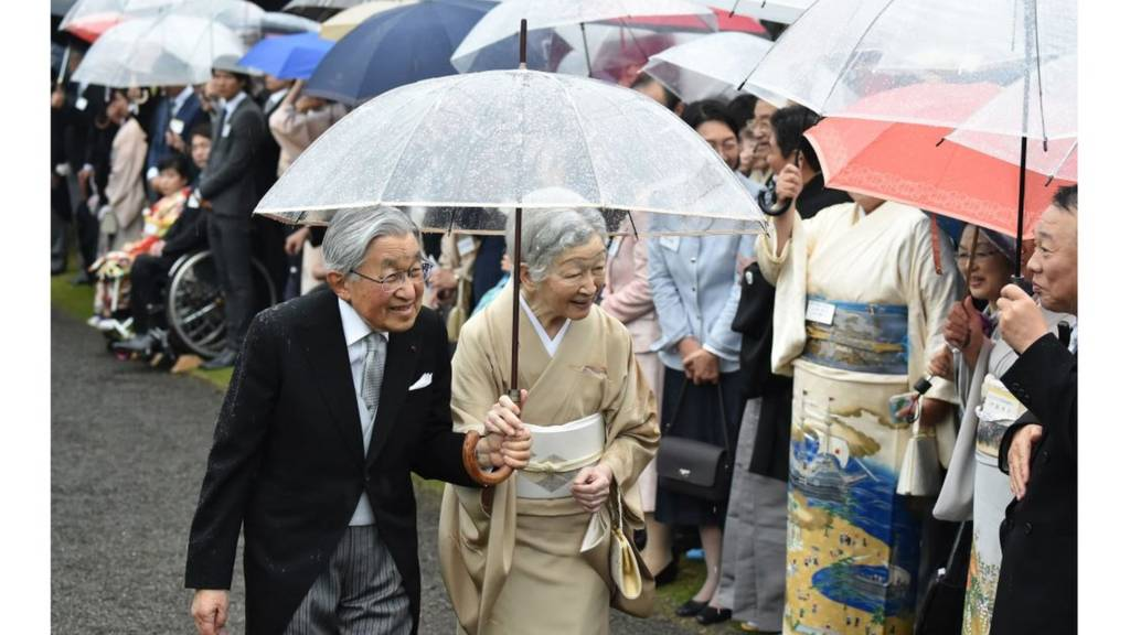 امبراطور اليابان وزوجته الامبراطورة
