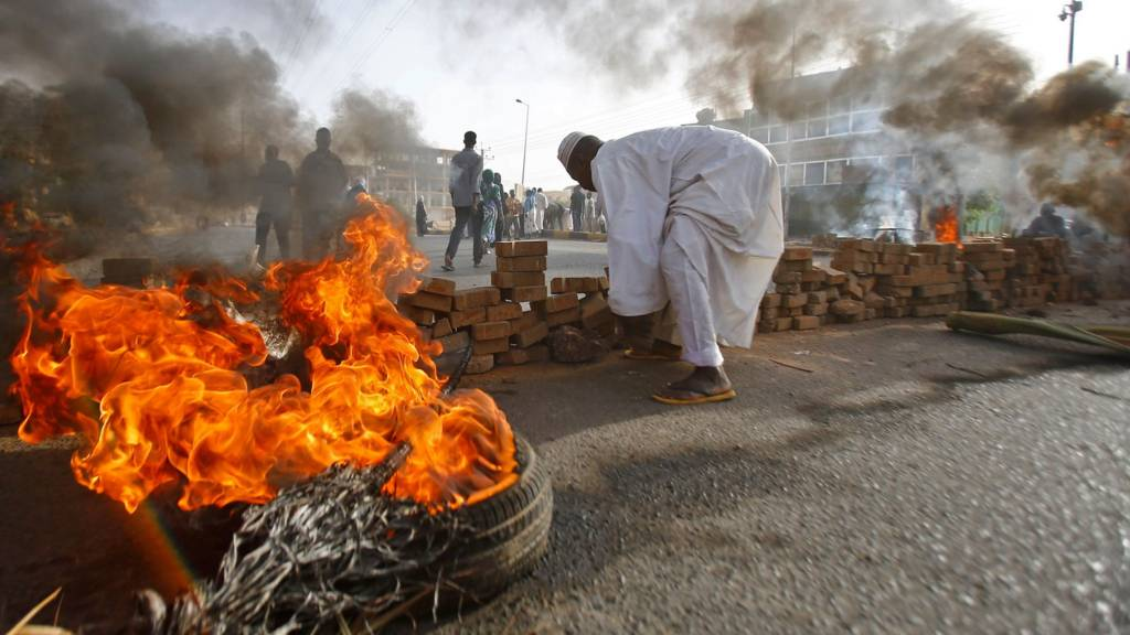 USA embassy says attacks on Sudan protesters 'must stop'