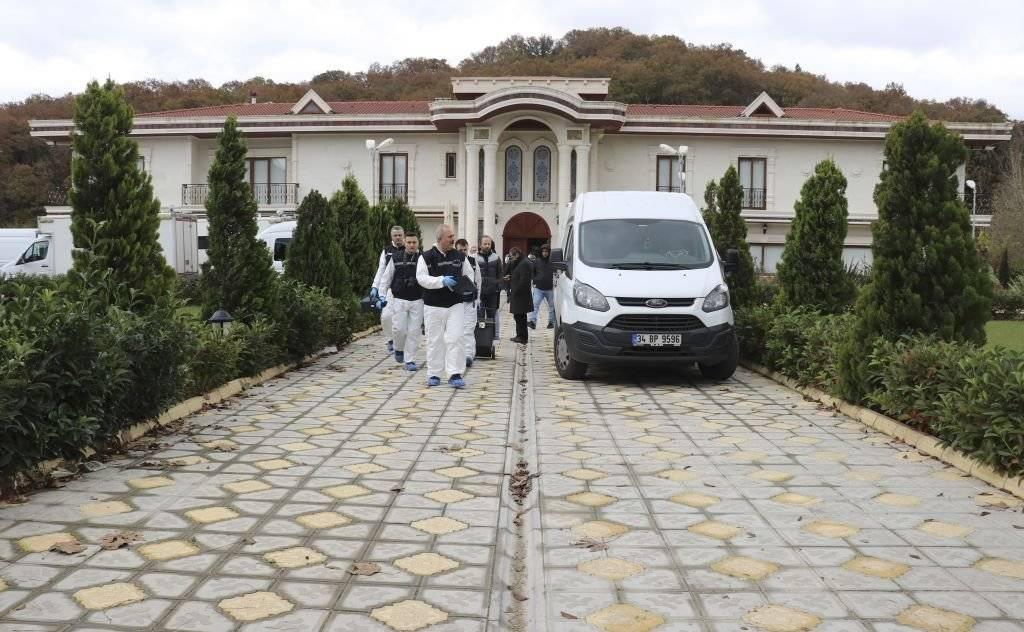 الشرطة التركية تفتش فيلا