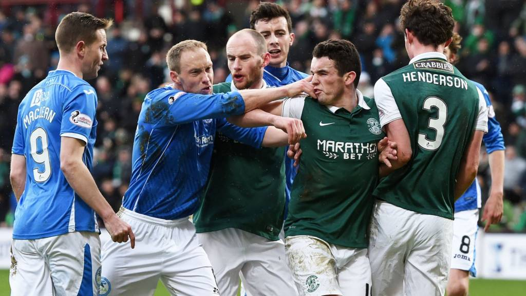 St Johnstone and Hibernian players