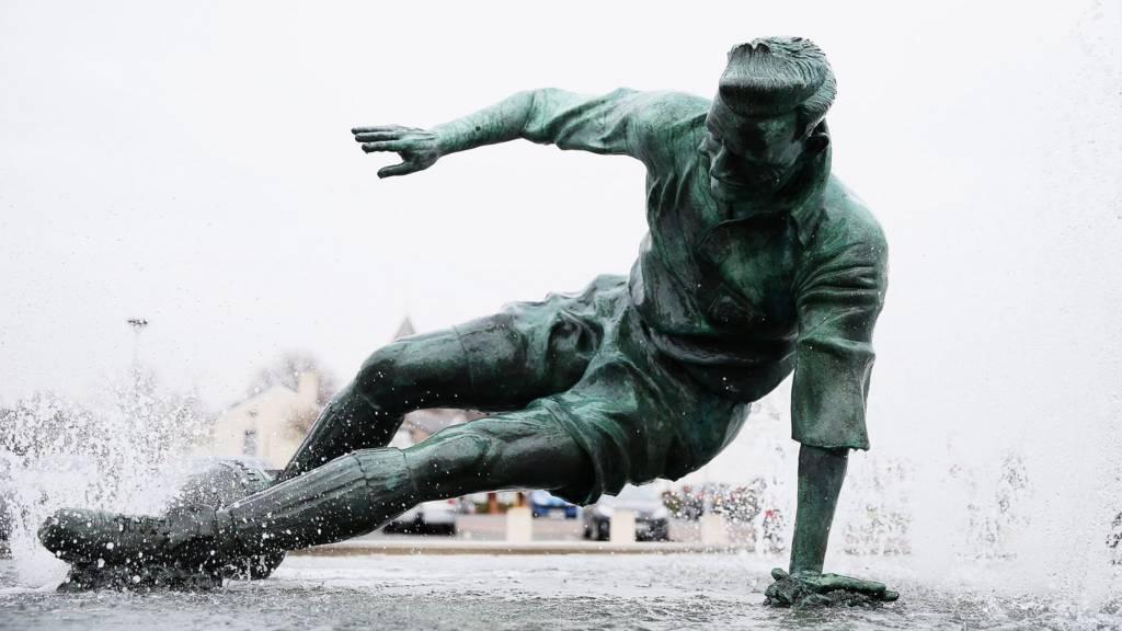 Sir Tom Finney statue