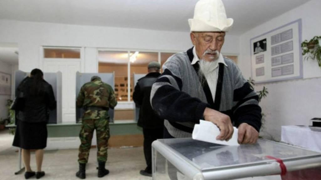 Кыргызстандын конституцияны оңдоо боюнча 25 жыл ичиндеги сегизинчи референдум.