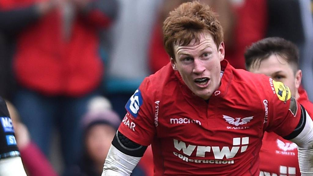 Rhys Patchell takes on Glasgow