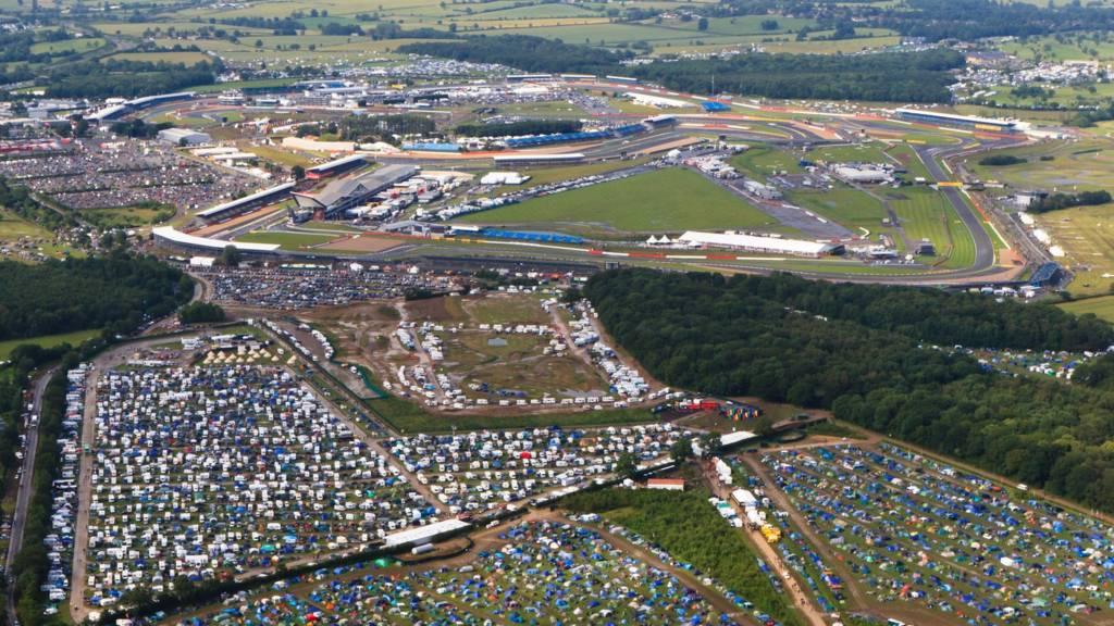 British Grand Prix: Event gets under way at Silverstone - BBC News