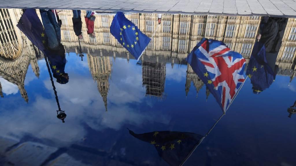 Брексит - это событие века для Великобритании. Вся страна занята им уже три года, а воз и ныне там.
